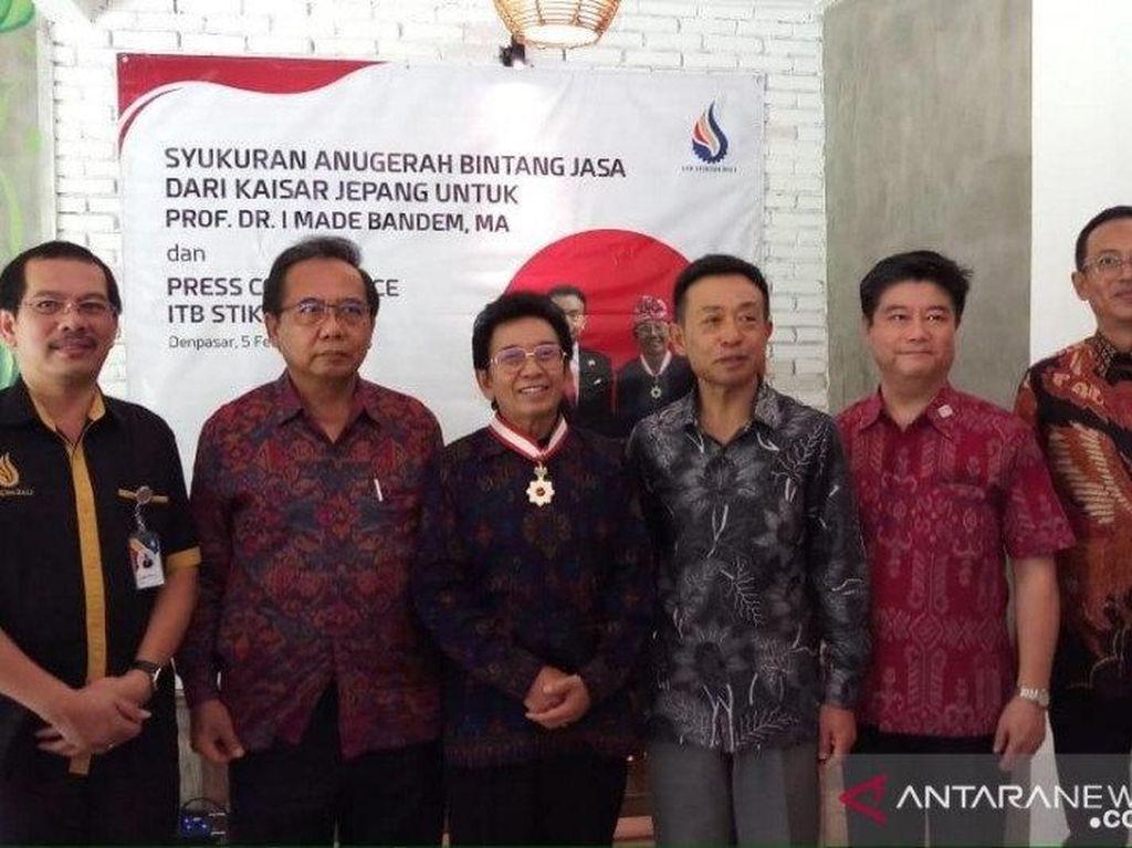 Budayawan Bali Prof Bandem Dapat Bintang Jasa dari Kaisar Jepang