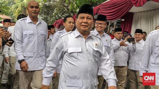 Ketua Umum Partai Gerindra Prabowo Subianto saat tiba di Perayaat HUt Partai Gerindra di DPP Gerindra, Jakarta