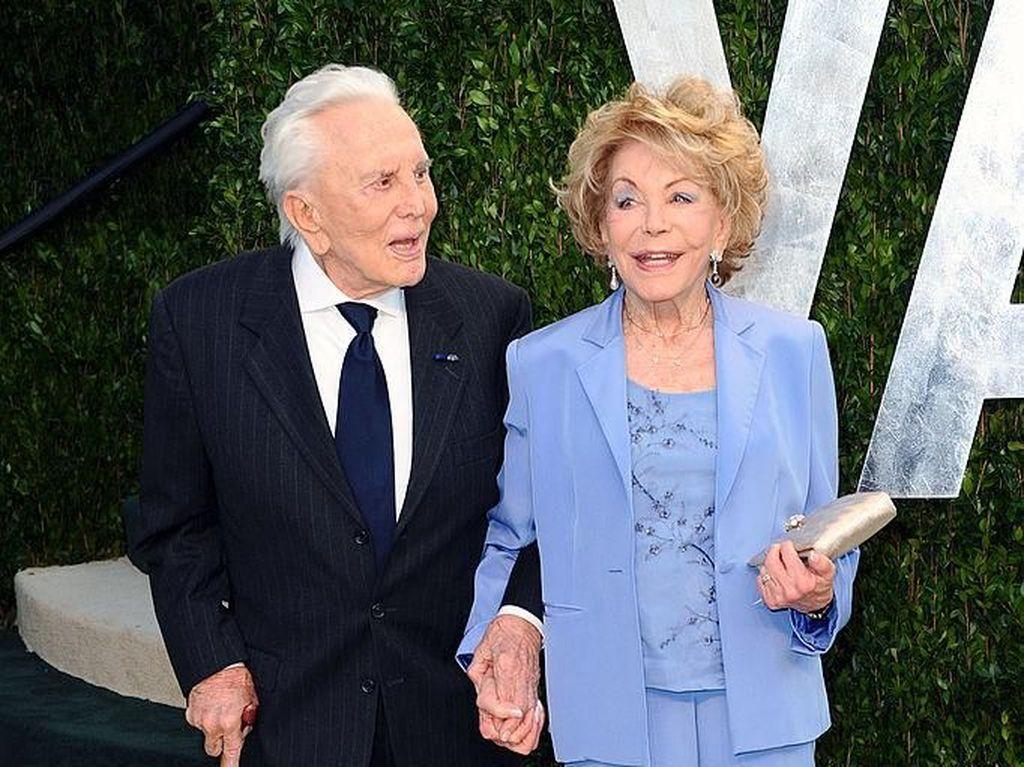 Kisah Cinta Kirk Douglas dan Istri, 66 Tahun Setia Sampai Ajal Menjemput