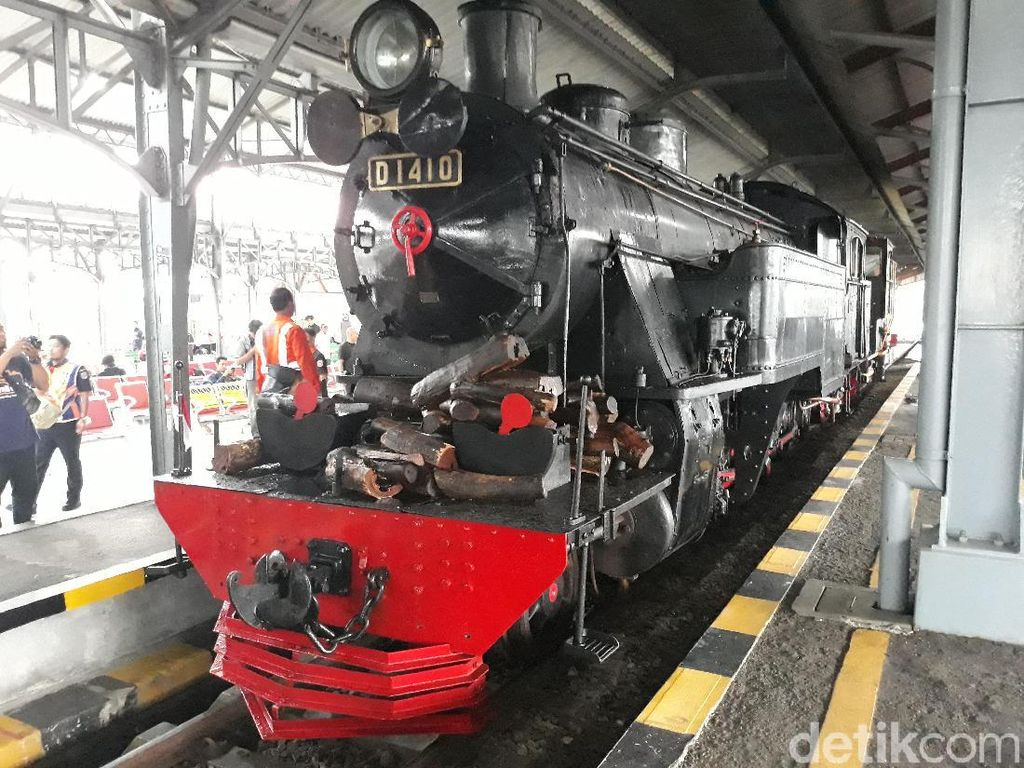 KAI Operasikan Kereta Uap di Tengah Kota Solo