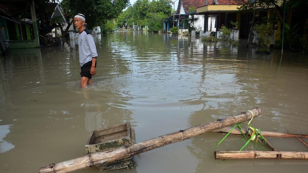 Banjir Menerjang Ratusan Rumah di Jombang