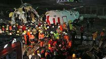 Melihat Evakuasi Korban Pesawat Pegasus Airlines