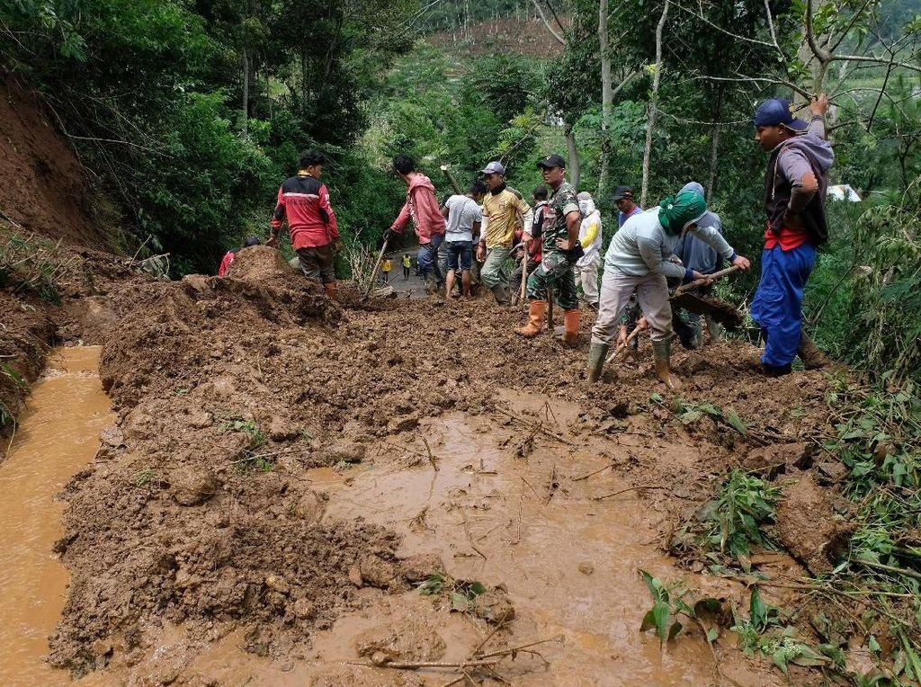 Lereng Gunung Prau Longsor, Jalur Alternatif Dieng Ditutup