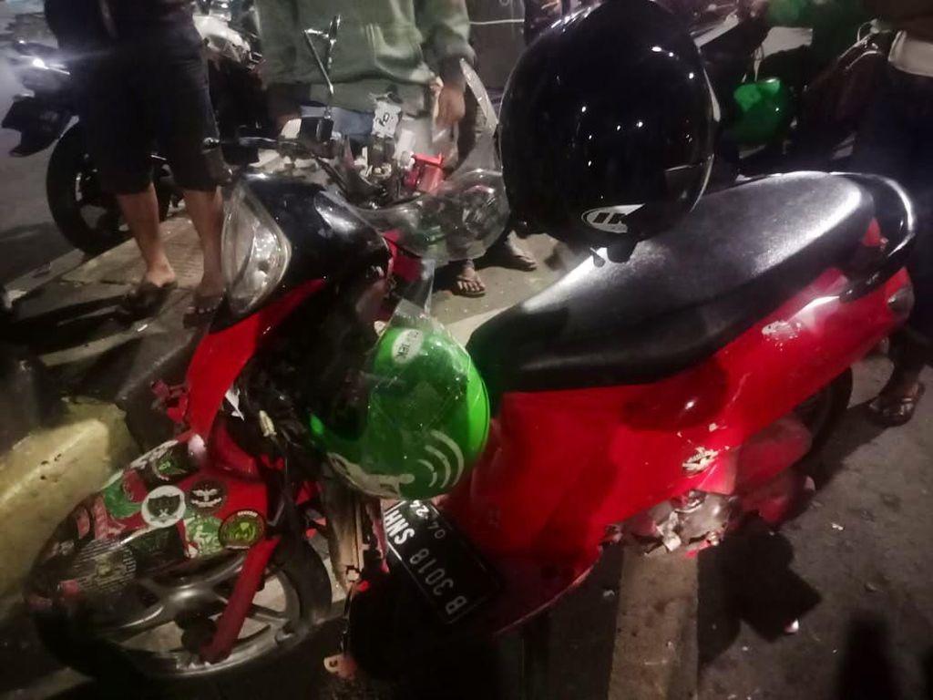 Ojol Kecelakaan di Flyover Pasar Rebo Jaktim, 1 Orang terluka