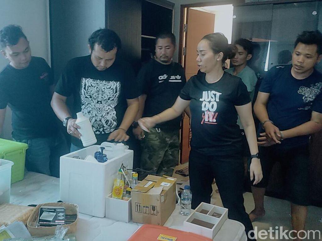 Video Pabrik Ganja Sintetis di Surabaya Digerebek Polisi