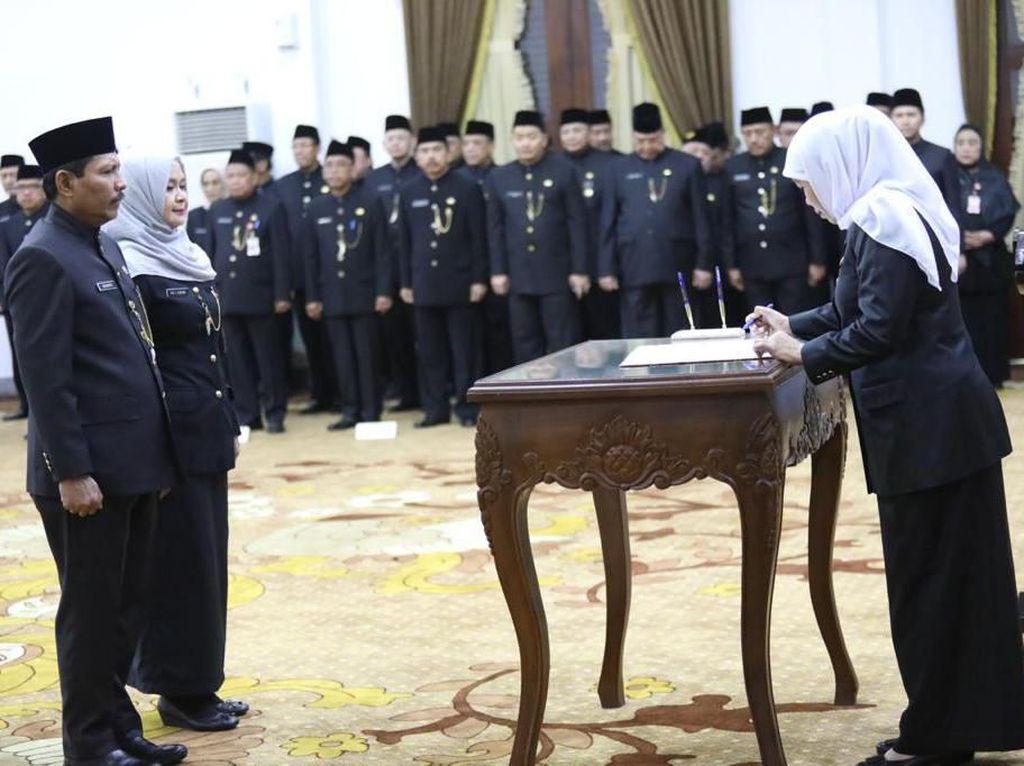 Lantik 13 Pejabat Eselon II, Ini Pesan Gubernur Khofifah