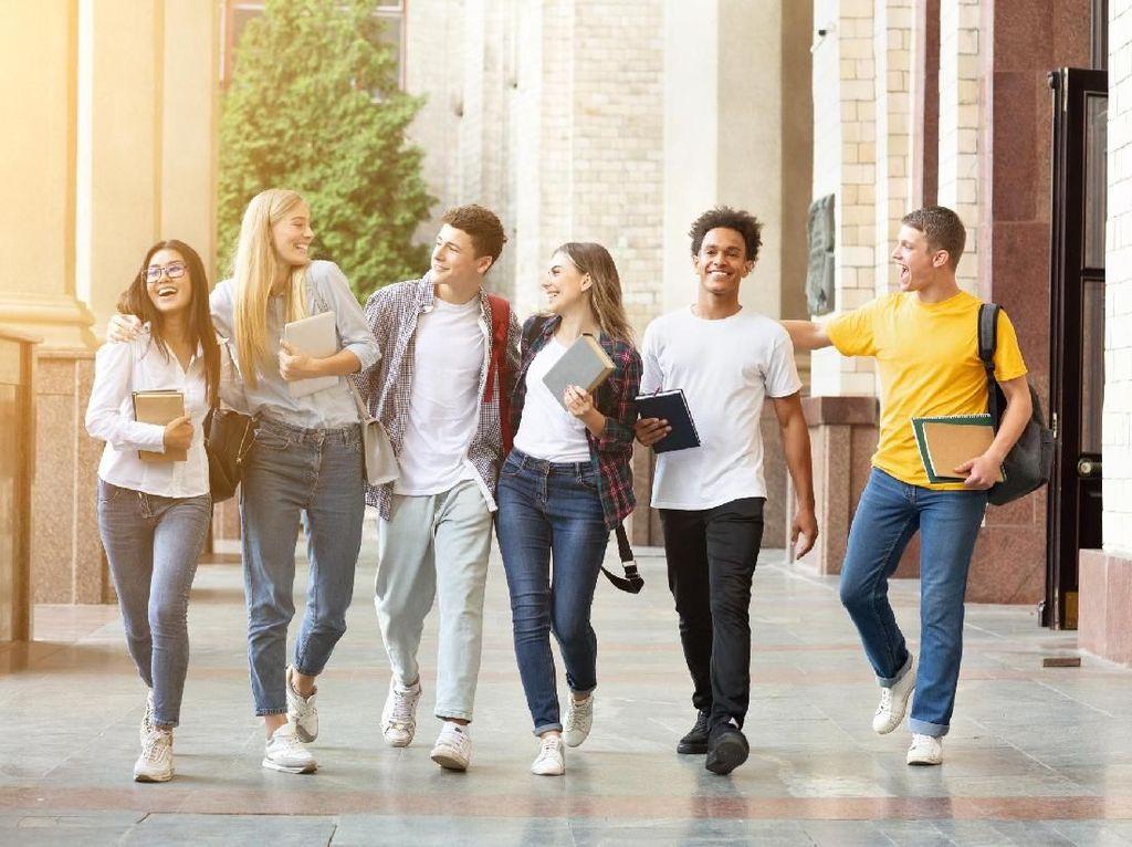 Kampus AS Segera Dibuka, Ratusan Mahasiswa Antre Tes Corona