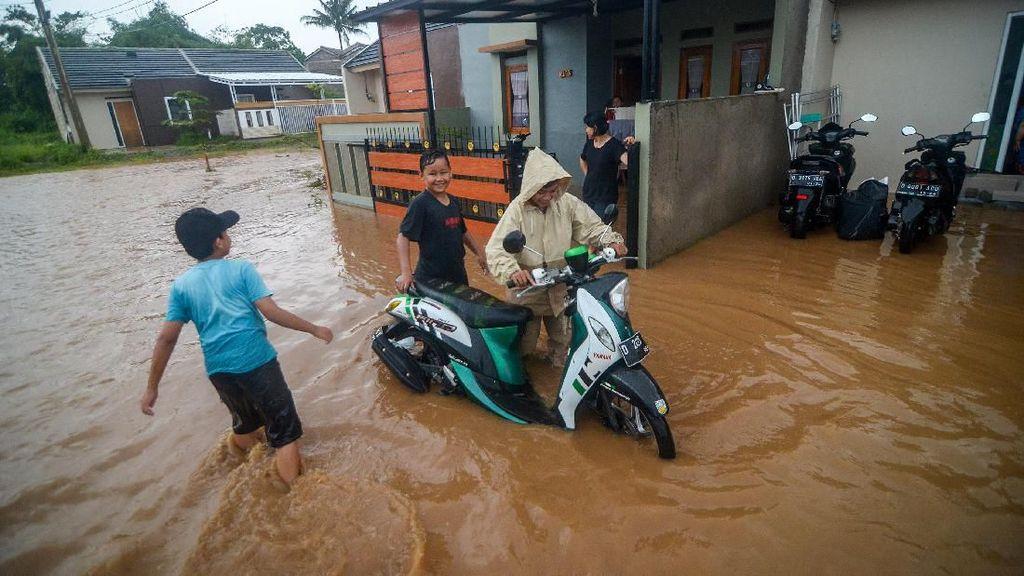 Banjir Rendam Perumahan Rajasanagara Bandung