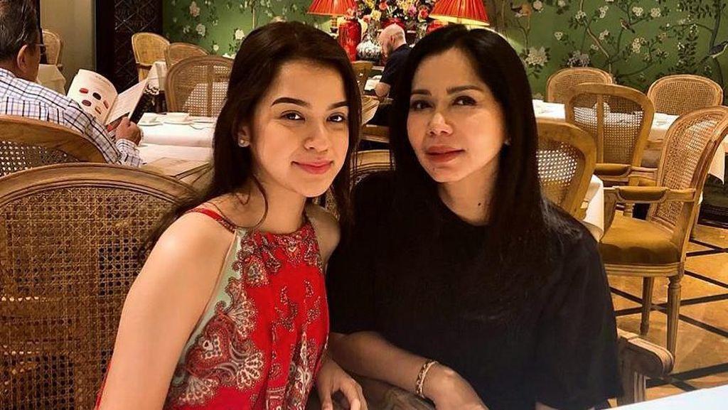 Foto: Putri Cantik Iis Sugianto, Pesonanya Mirip Sang Ibu Zaman Muda