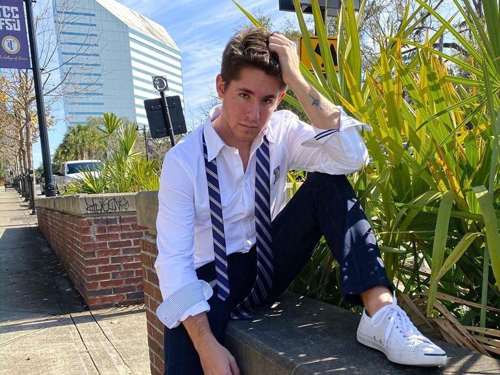 Pria Ini Mirip Banget Ryan Reynolds Hingga Viral di TikTok