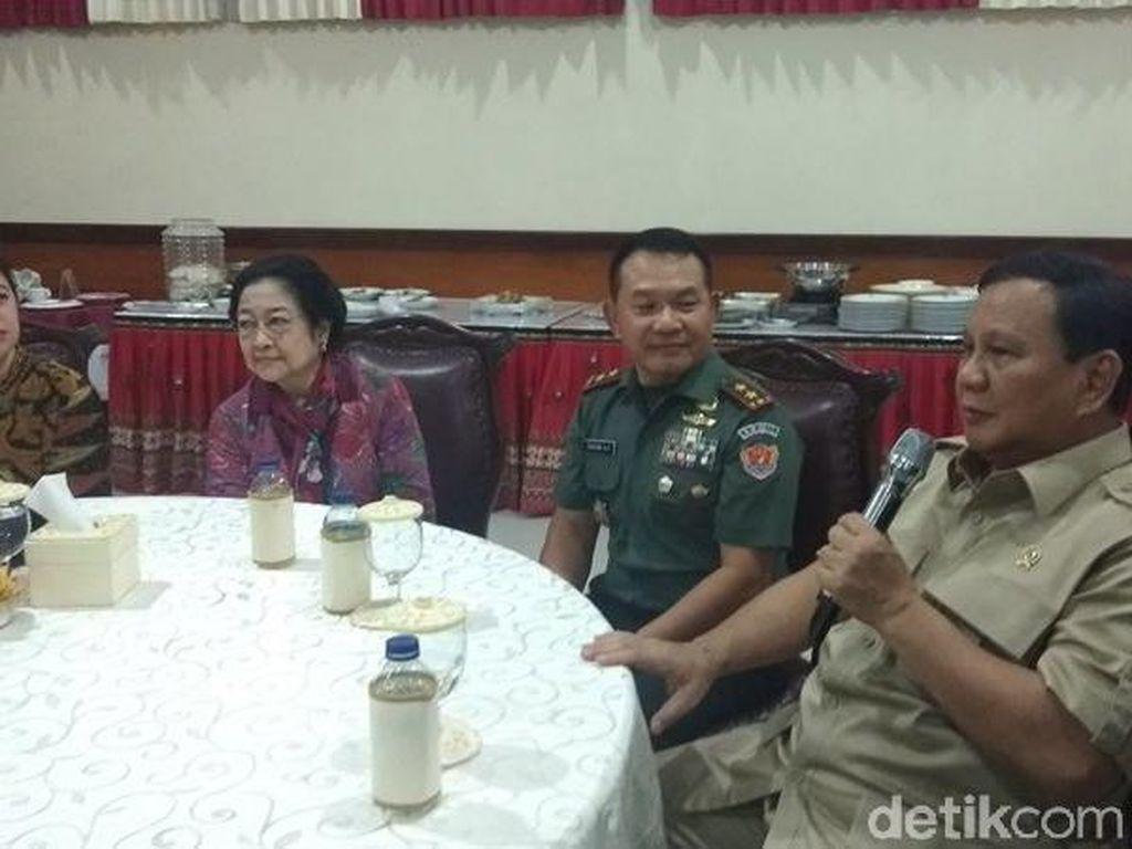 Prabowo Ingin Buat Patung Bung Karno Berkuda di Kemhan