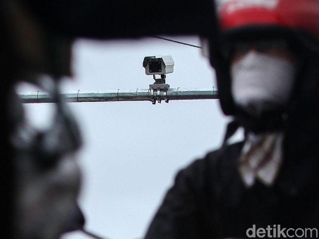 Kamera Tilang Elektronik Plototi Pengendara Nakal di Gajah Mada