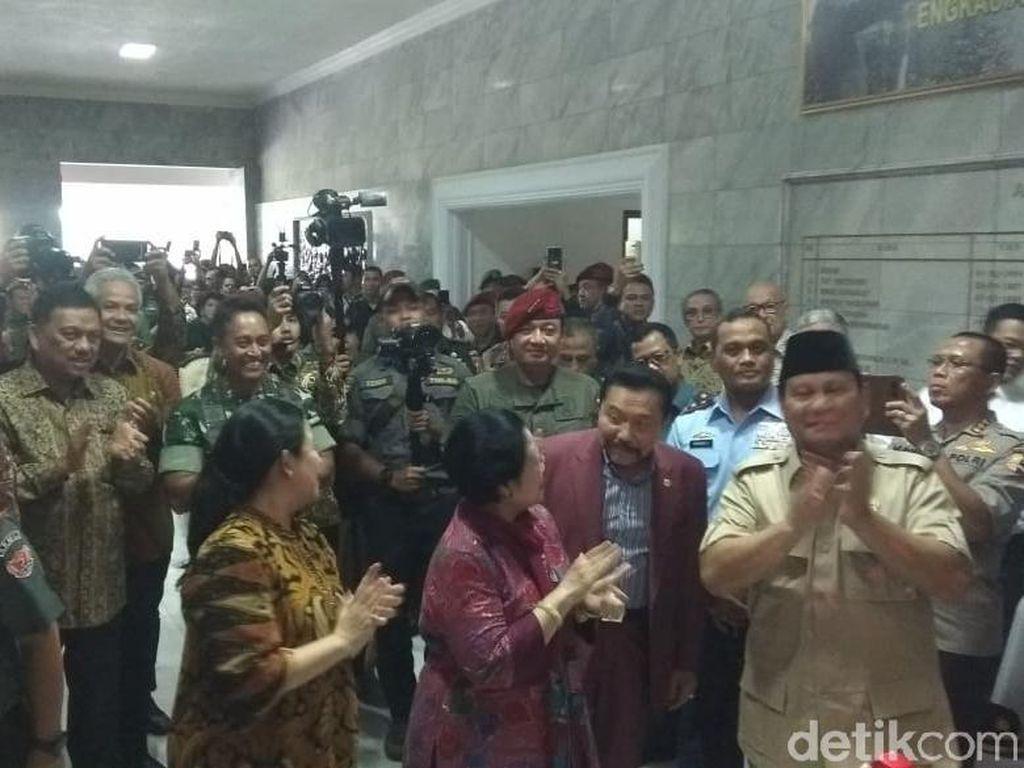 Momen Megawati dan Prabowo Resmikan Patung Soekarno di Magelang