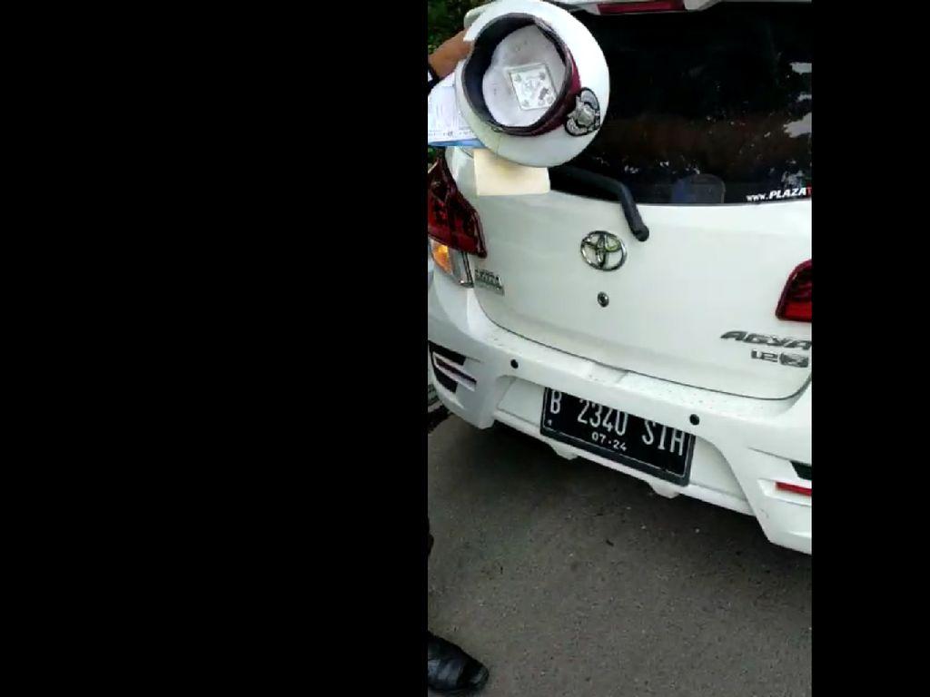 Pemobil yang Ajak Duel Polisi Berhenti di Bahu Tol Angke Hindari Ganjil-Genap