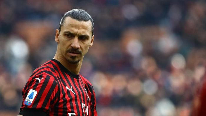 MILAN, ITALY - JANUARY 19:  Zlatan Ibrahimovic of AC Milan looks on during the Serie A match between AC Milan and Udinese Calcio at Stadio Giuseppe Meazza on January 19, 2020 in Milan, Italy.  (Photo by Marco Luzzani/Getty Images)
