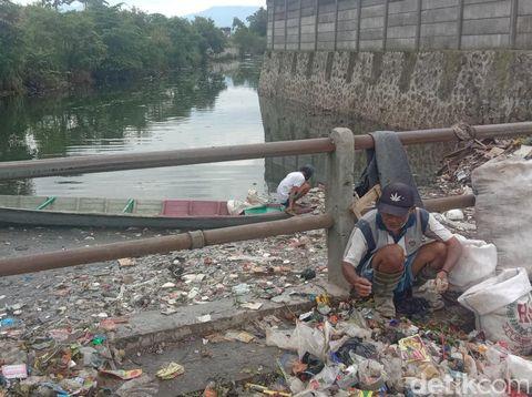Pantauan detikcom kondisi Sungai Citepus, Sabtu (8/2/2020)