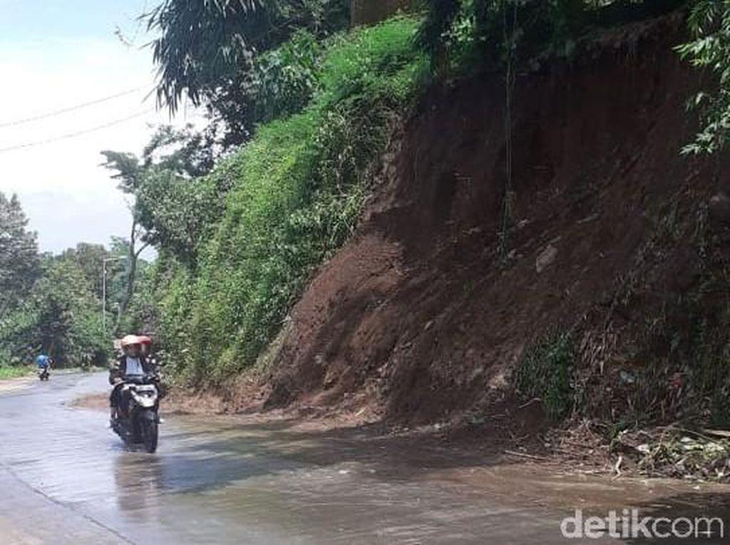 Jalur Pacet-Trawas Mojokerto yang Tertimbun Longsor Kembali Normal