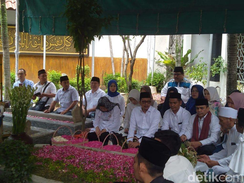 Gus Sholah Jadi Inspirasi Generasi Milenial di Indonesia