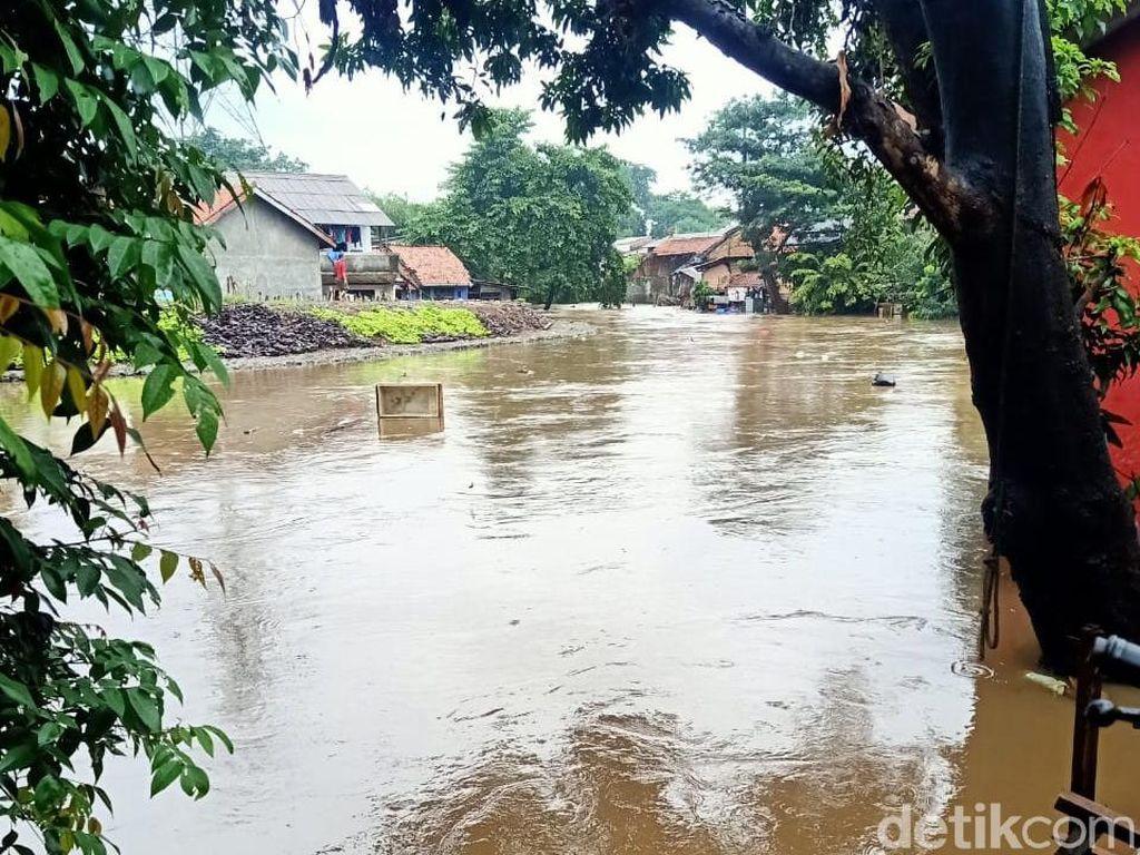 Cipinang Melayu Jaktim Banjir 1,5 Meter, Warga Mengungsi ke Masjid