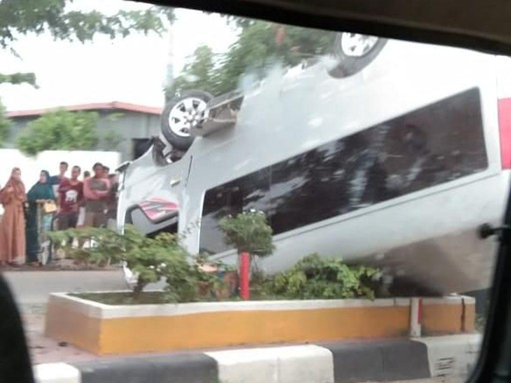 Minibus Rombongan Pengantin Kecelakaan di Barru Sulsel, 6 Penumpang Terluka