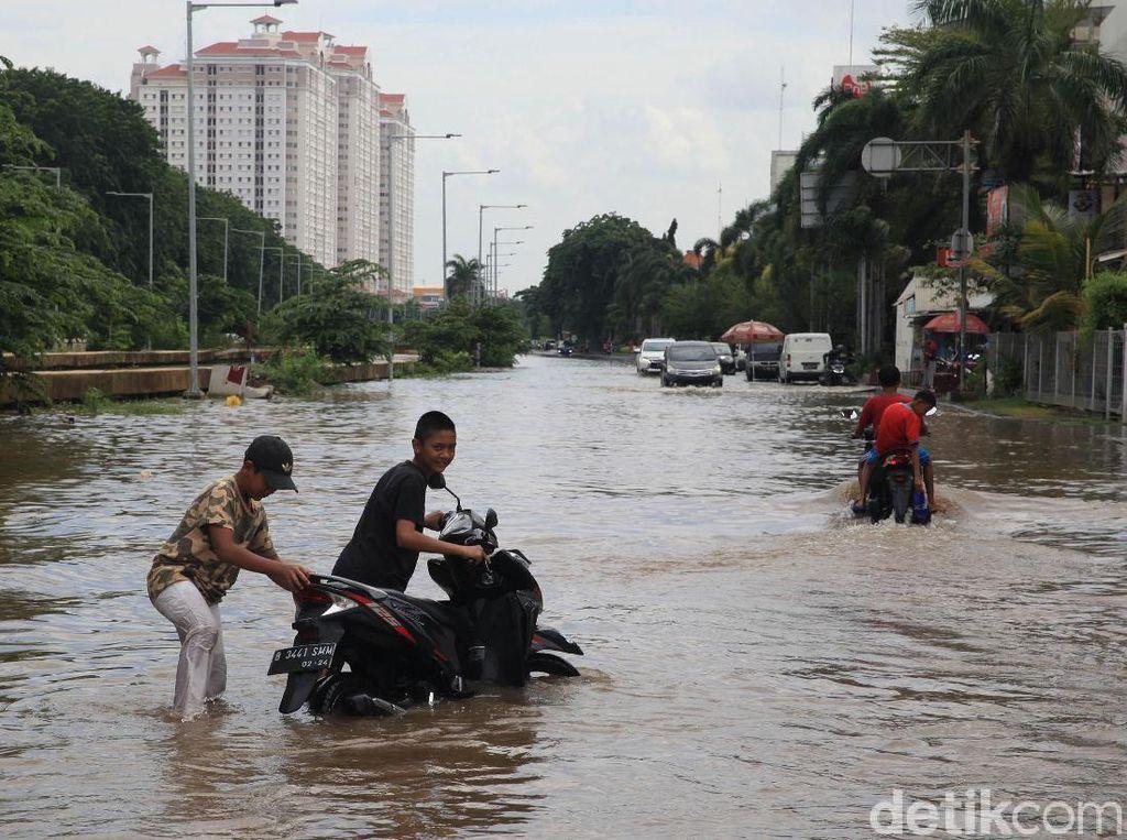 LRT Jakarta Bantah Banjir di Kelapa Gading Bukan Karena Proyeknya