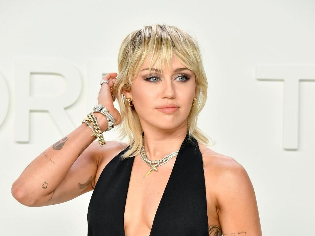 Cerai dari Liam Hemsworth, Miley Cyrus: Rasanya Seperti Mati