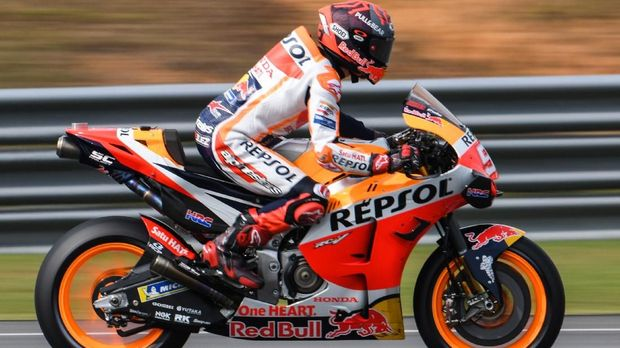 Repsol Honda Team's Spanish rider Marc Marquez rides his bike during the second day of the pre-season MotoGP winter test at the Sepang International Circuit in Sepang on February 8, 2020. (Photo by Mohd RASFAN / AFP)