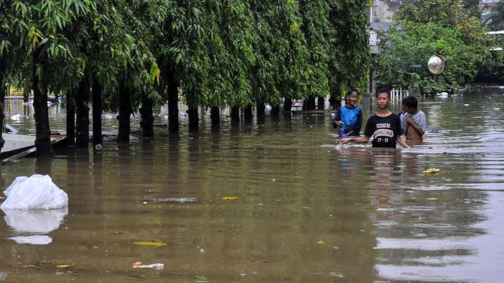 Banjir Rendam Perumahan Jatibening Baru Bekasi