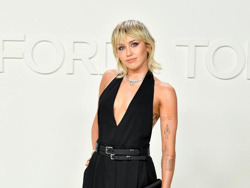 Ngeri! Miley Cyrus Ngaku Pernah Dikejar UFO
