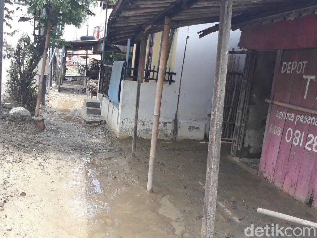 Banjir 7 Desa di Brebes Surut, Tinggalkan Lumpur dan Genangan Air