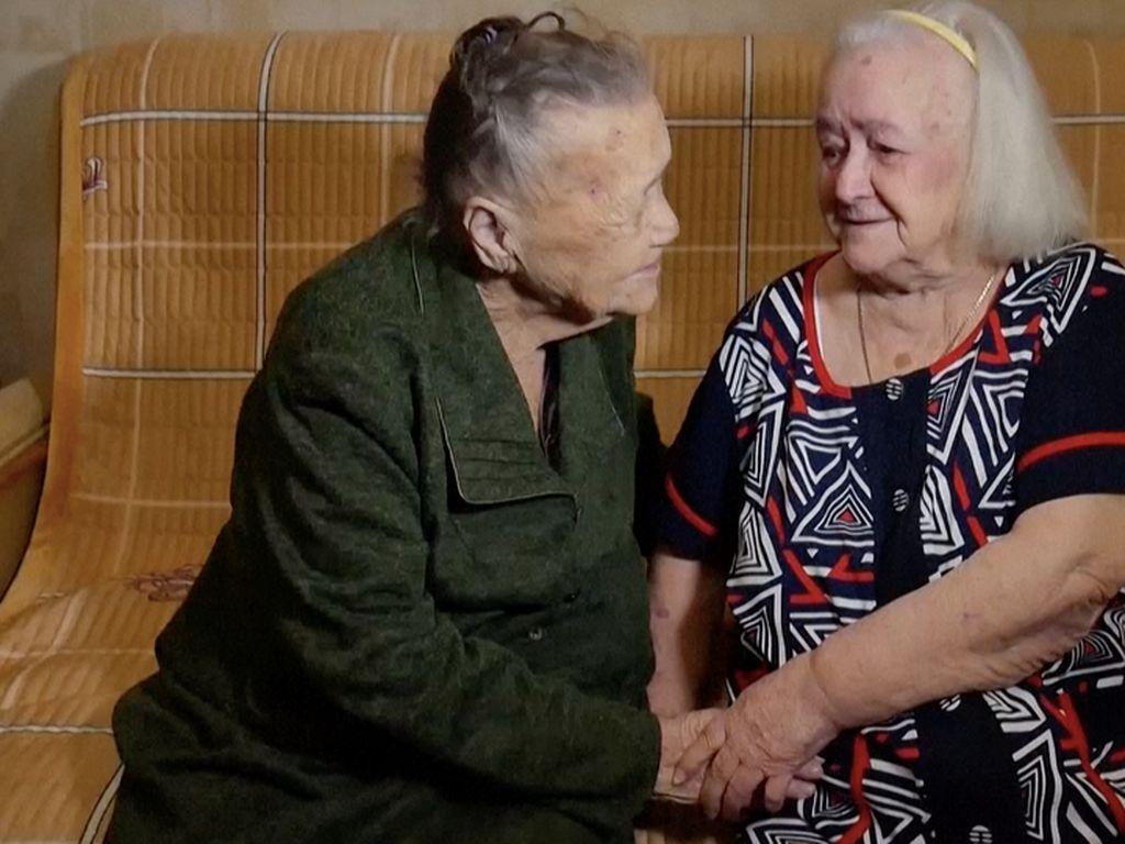 78 Tahun Terpisah Akibat Perang Dunia, Kakak-Beradik Akhirnya Bertemu Lagi