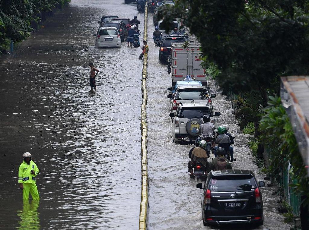 Mobil Kena Banjir? Toyota dan Honda Masih Beri Diskon Servis, Nih