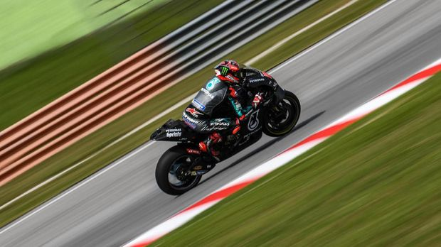Petronas Yamaha SRT's French rider Fabio Quartararo steers through a corner during the second day of the pre-season MotoGP winter test at the Sepang International Circuit in Sepang on February 8, 2020. (Photo by Mohd RASFAN / AFP)