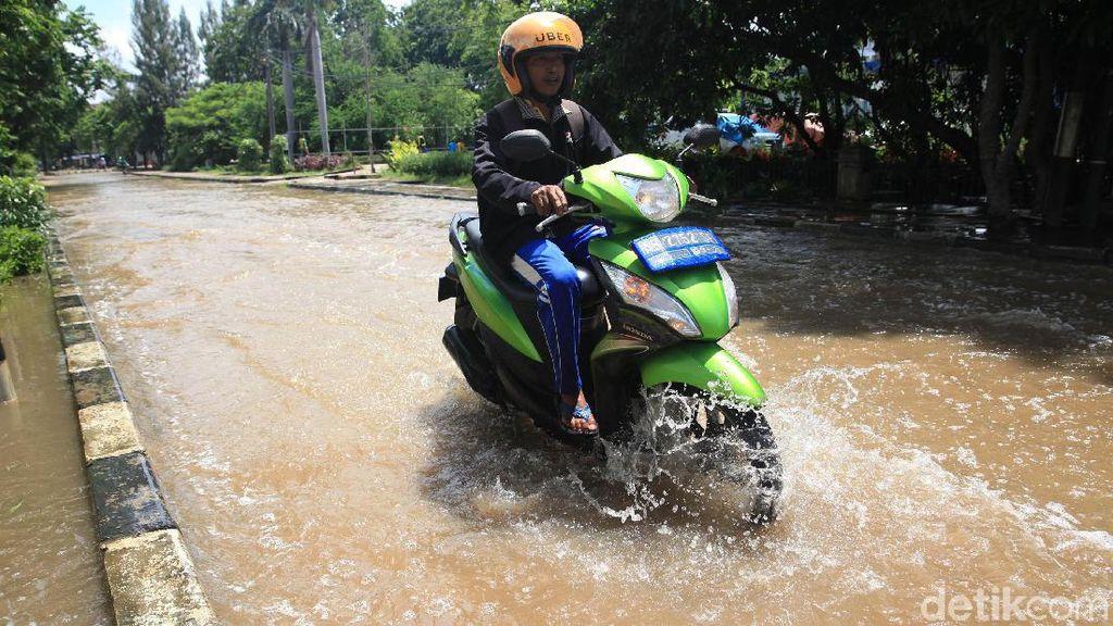 Bak Sungai, Begini Penampakan Banjir di Jalan Sunter Permai Raya