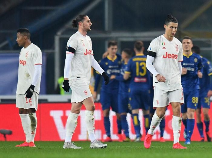 VERONA, ITALY - FEBRUARY 08: Cristiano Ronaldo of Juventus  shows his dejection  during the Serie A match between Hellas Verona and  Juventus at Stadio Marcantonio Bentegodi on February 8, 2020 in Verona, Italy.  (Photo by Alessandro Sabattini/Getty Images)