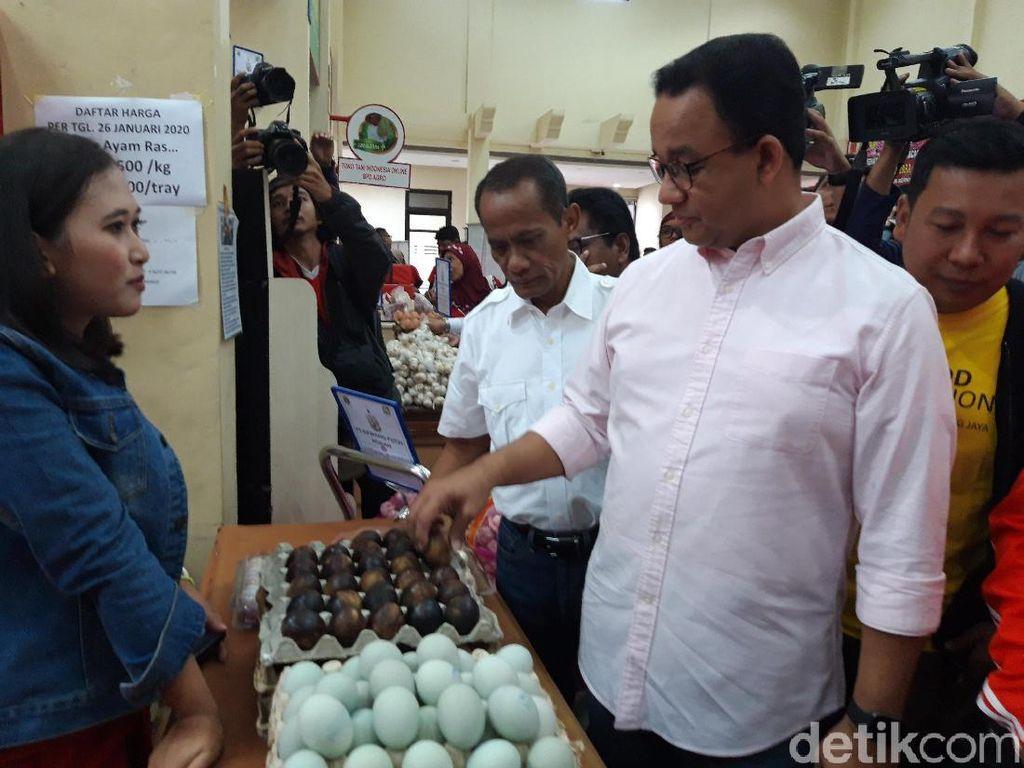 Minggu Pagi, Anies Hadiri Acara Operasi Pasar Cabai-Bawang Putih