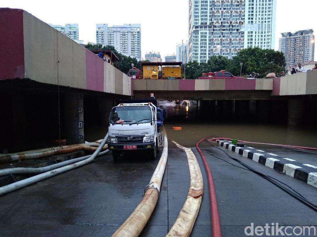 Update Banjir Underpass Kemayoran: Tinggi Air Turun Jadi 2 Meter