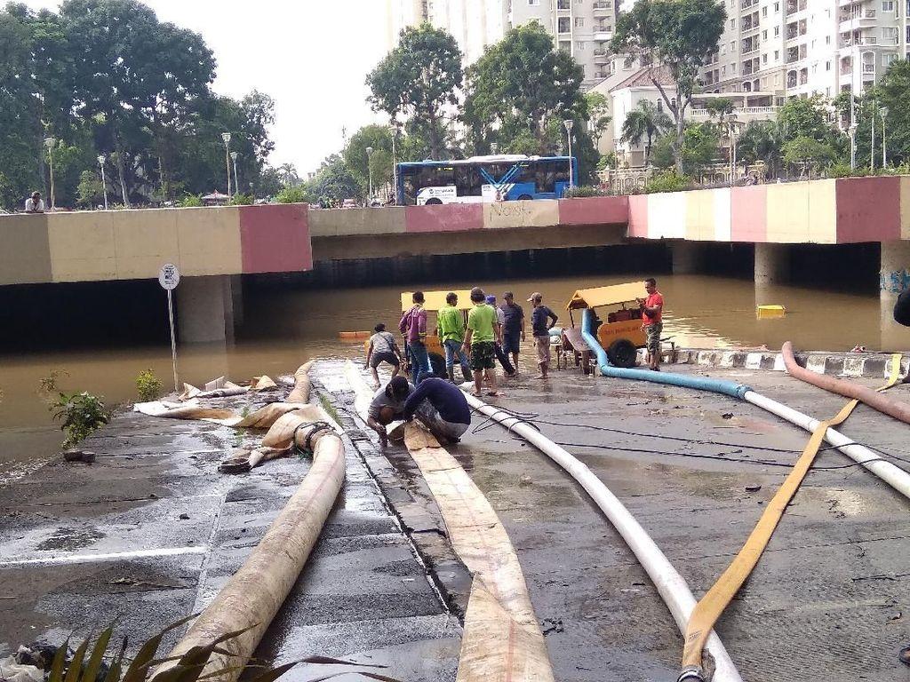 Masih Banjir, Begini Kondisi Terkini Underpass Kemayoran