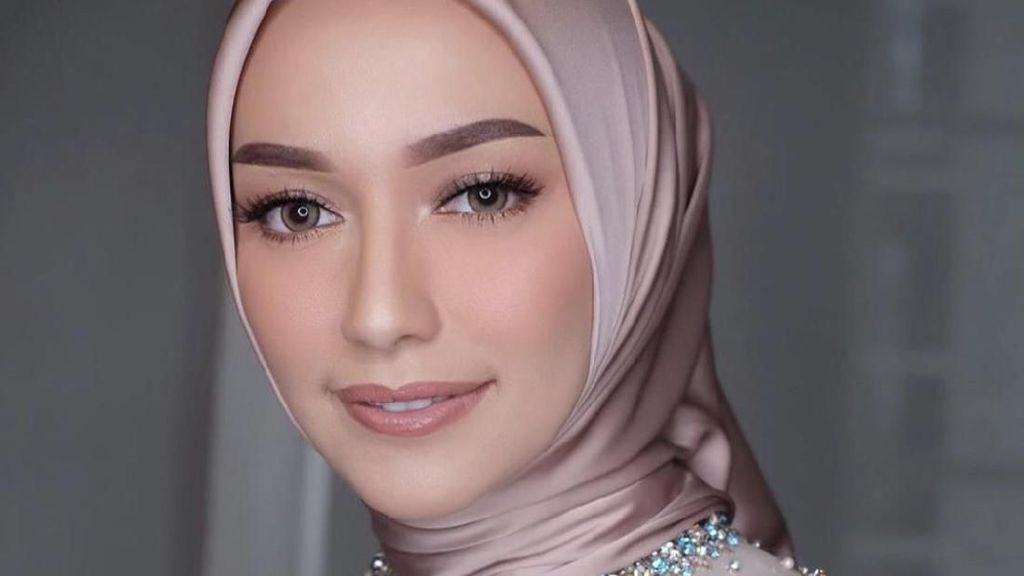 Cantiknya Selebgram Hijab Mega Iskanti Saat Melangsungkan Lamaran