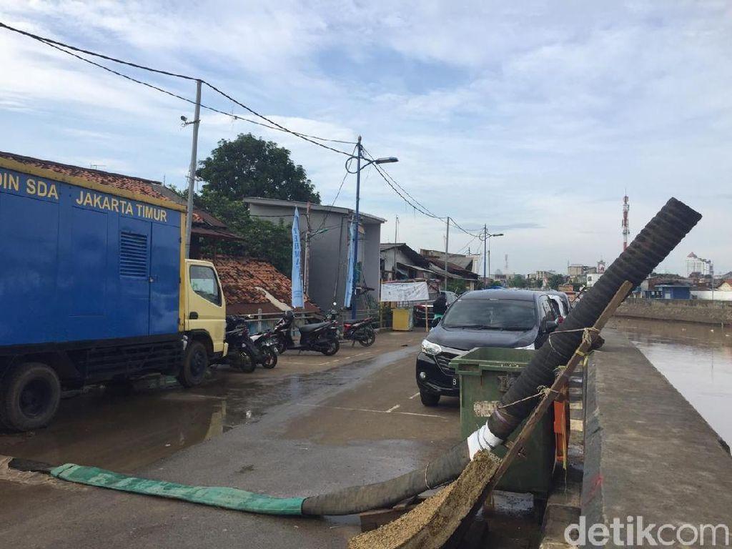Banjir di Kampung Pulo Jaktim Surut, Pompa Tetap Siaga