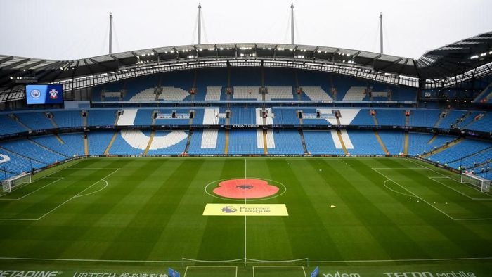 MANCHESTER, ENGLAND - NOVEMBER 02: General view inside the stadium as a Remembrance Poppy is seen on the pitch ahead of the Premier League match between Manchester City and Southampton FC at Etihad Stadium on November 02, 2019 in Manchester, United Kingdom. (Photo by Michael Regan/Getty Images)