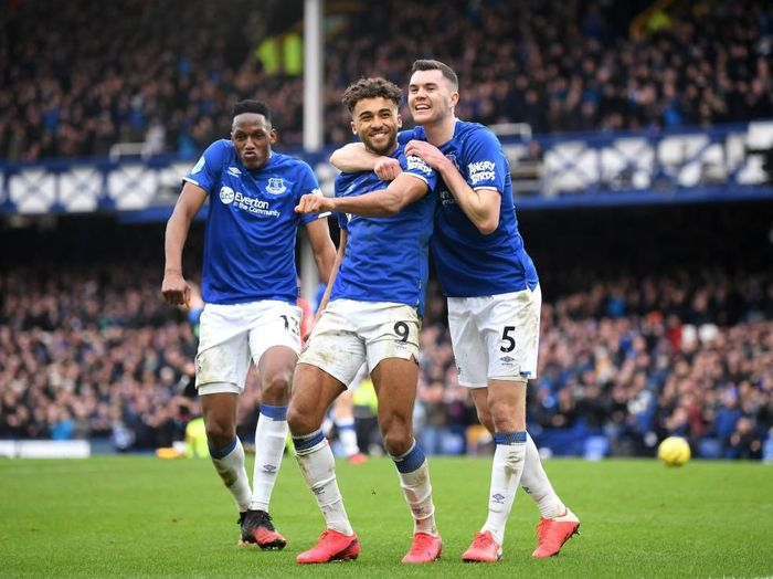 LIVERPOOL, ENGLAND - FEBRUARY 08: Dominic Calvert-Lewin of Everton celebrates with teammates after scoring his teams third goal during the Premier League match between Everton FC and Crystal Palace at Goodison Park on February 08, 2020 in Liverpool, United Kingdom. (Photo by Michael Regan/Getty Images)
