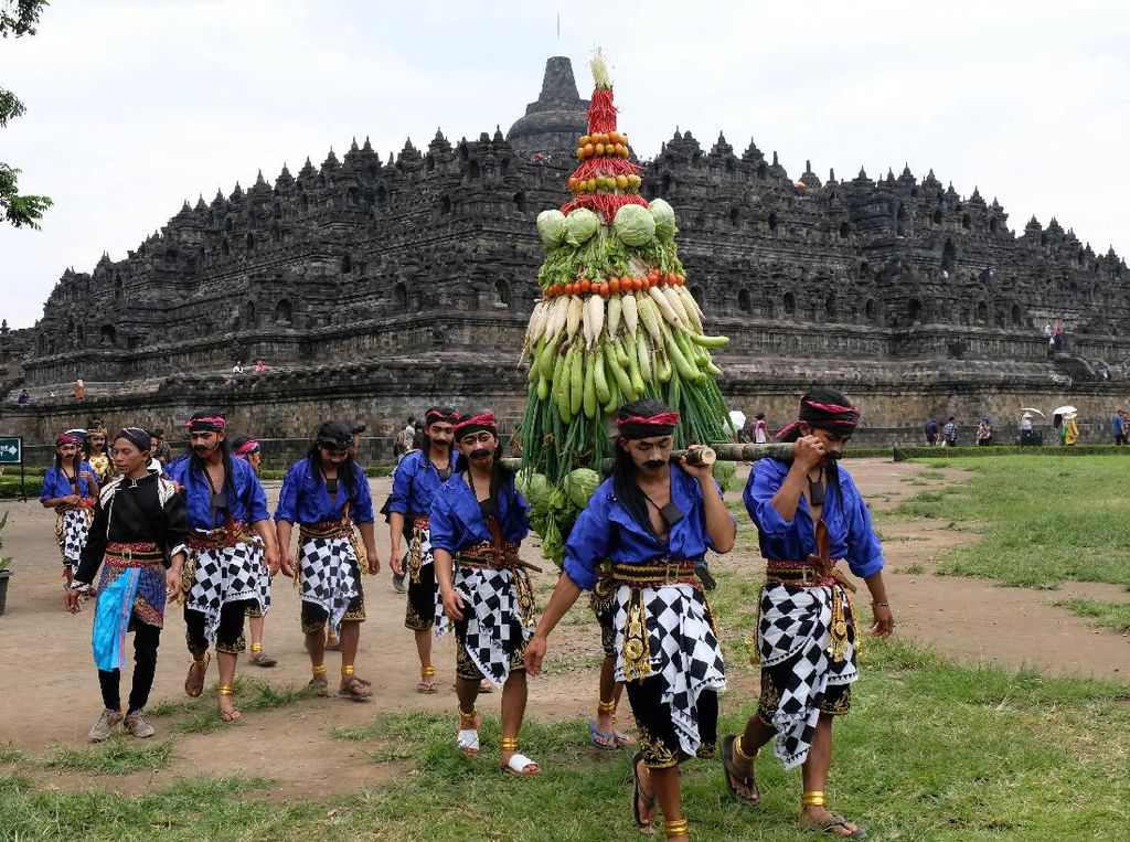 Tradisi Ruwat Rawat Borobudur di Magelang