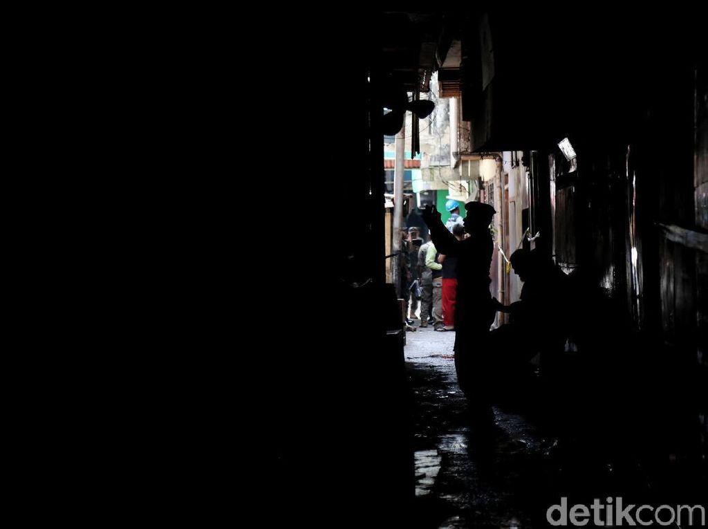 Pemkot Jakarta Utara Segel 42 Kafe di Gang Royal