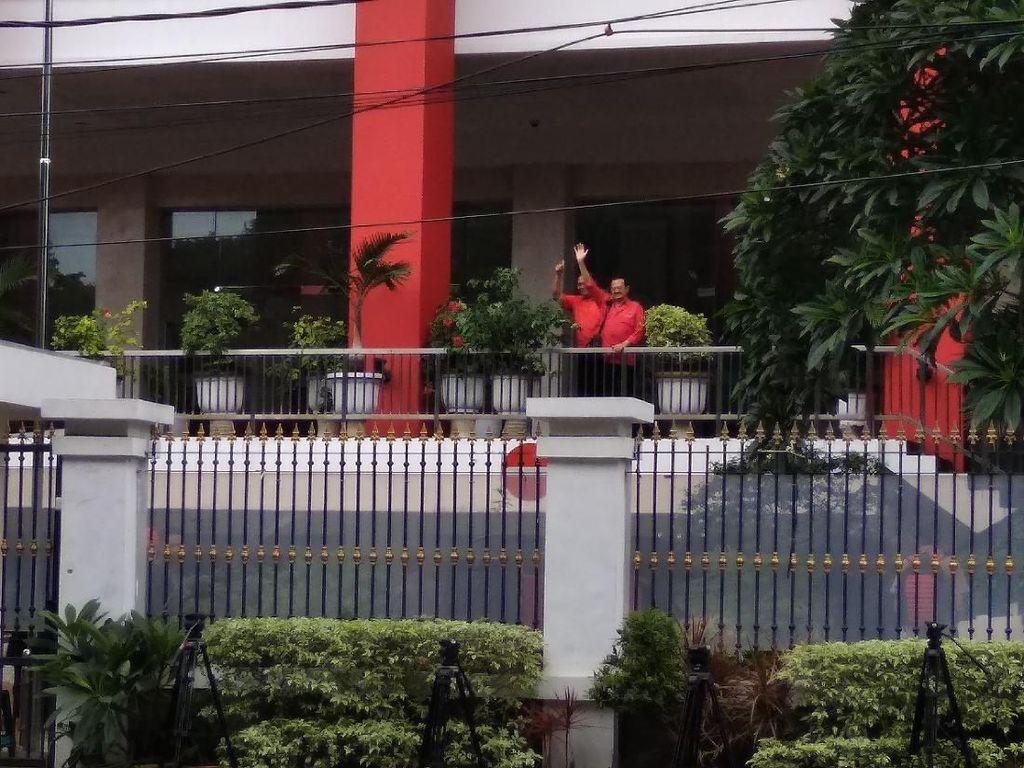 Salam Metal Achmad-Teguh Sebelum Fit & Proper Test di DPP PDIP