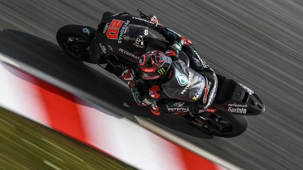 Petronas Yamaha SRT's French rider Fabio Quartararo takes a corner during the last day of the pre-season MotoGP winter test at the Sepang International Circuit in Sepang on February 9, 2020. (Photo by MOHD RASFAN / AFP)