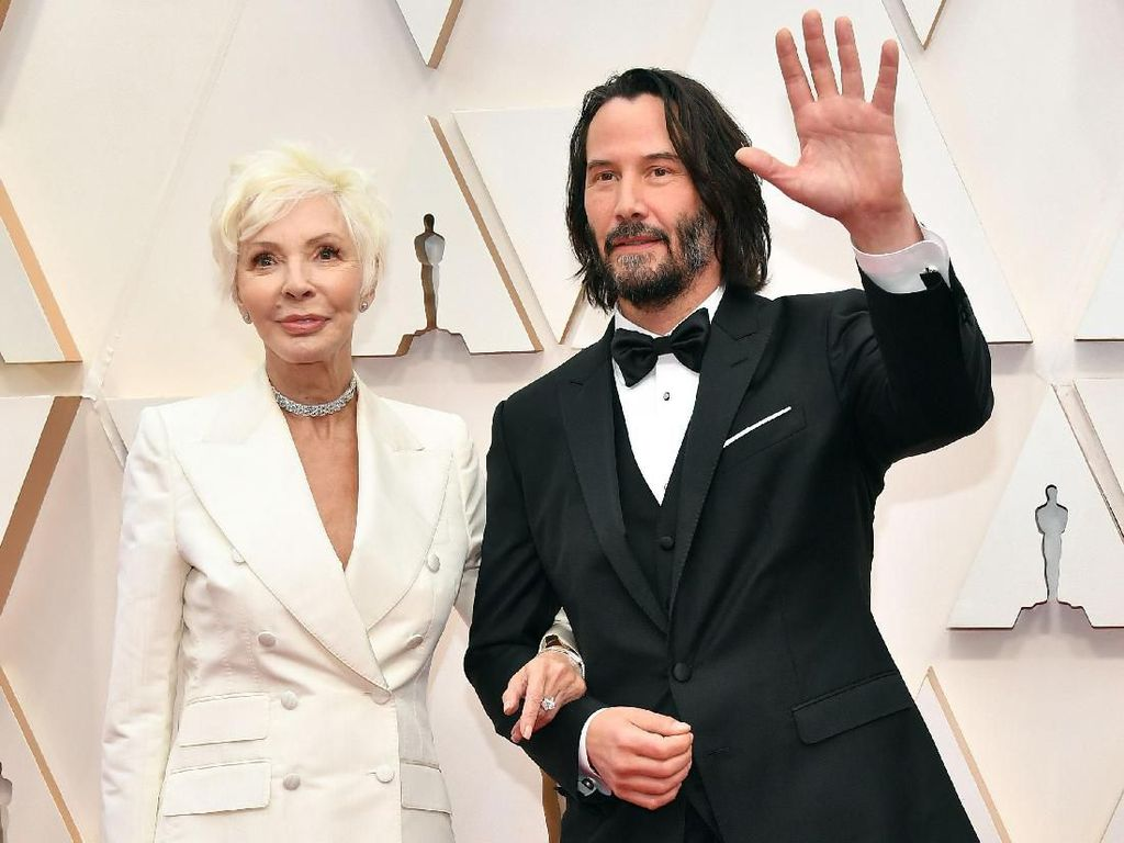 Hadir Lagi di Oscar, Keanu Reeves Ajak Ibu