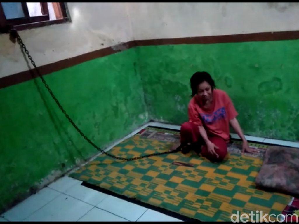 Ibu Satu Anak Hidup dengan Kaki Terbelenggu Rantai di Tegal