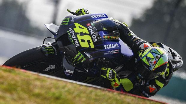 Monster Energy Yamaha's Italian rider Valentino Rossi takes a corner during the last day of the pre-season MotoGP winter test at the Sepang International Circuit in Sepang on February 9, 2020. (Photo by Mohd RASFAN / AFP)