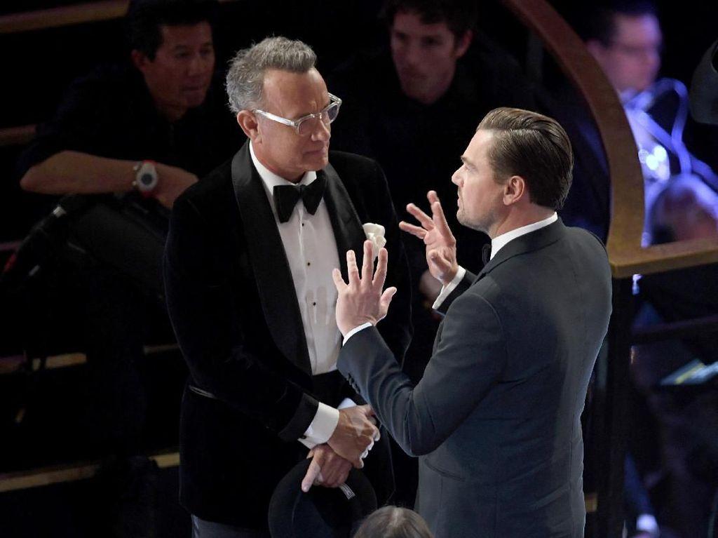 Brad Pitt Juara, Apa Perbincangan Tom Hanks dan Leonardo DiCaprio